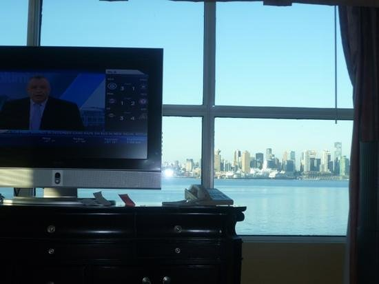 Lonsdale Quay Hotel : view from windoe