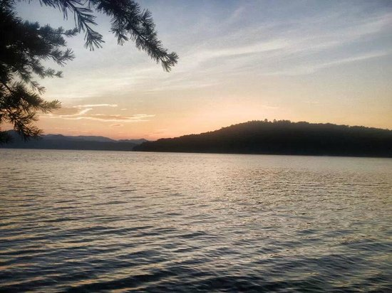 Devils Fork State Park: The sunrise, from just outside our tent. Incredible view