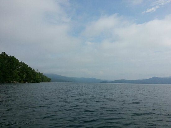 Devils Fork State Park: The lake and the mountains