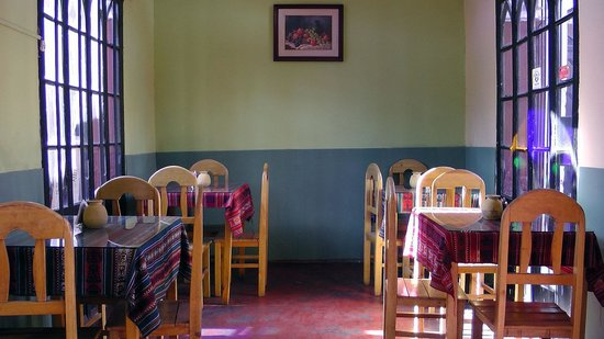 Hostel Positive Backpackers: The Dining Room