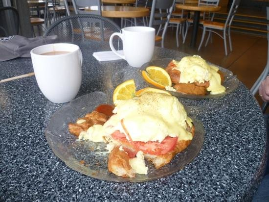 All Day Cafe: steamed Eggs Benedict