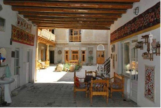 Zukhra Rustam Guesthouse: zaguán de entrada