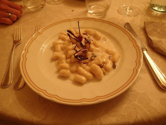 Villa Milani - Residenza d'epoca: Gnocchi with gorgonzola and pistachios (awesome!)