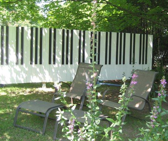Gite Symphonie No7 B&B: la clôture est en accord avec le thème