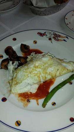 Quinta Real: Salmon and asparagus cheese omelette. Delicious  & nutricious.