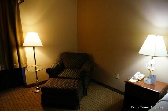 Days Inn Horsham Philadelphia: A nice chair in the room
