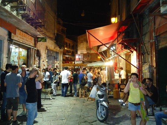 Mercati di Palermo: Capo, Vucciria e Ballaro: La Movida alla Vucciria