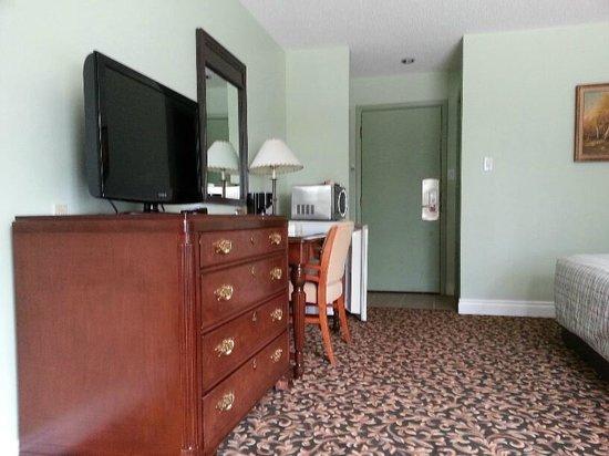 Cloud 9 Inn: Room 2