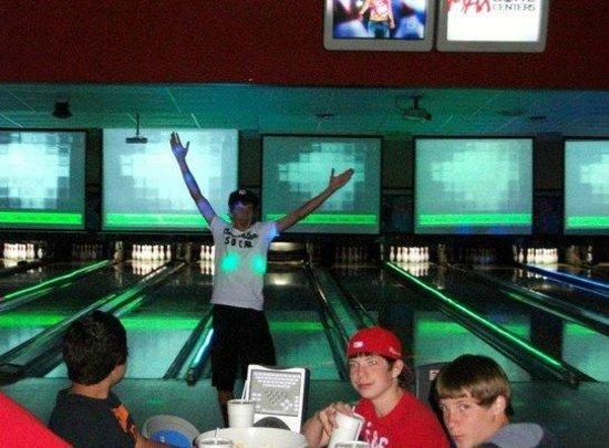 MaxBowl: Cosmo Bowling