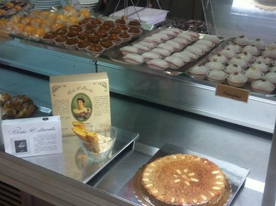 Terceira, Portugal: escaparate con dulces tipicos