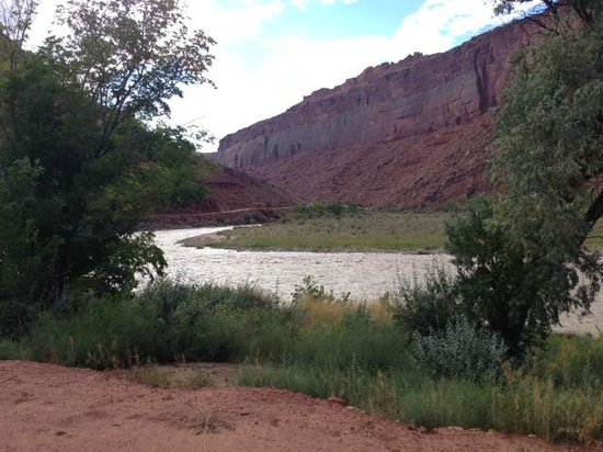 Red Cliffs Lodge : View from the Back Porch of our Private Cabin