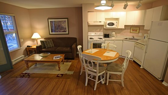 Times Square Suites Hotel : One bedroom suite kitchen / living room