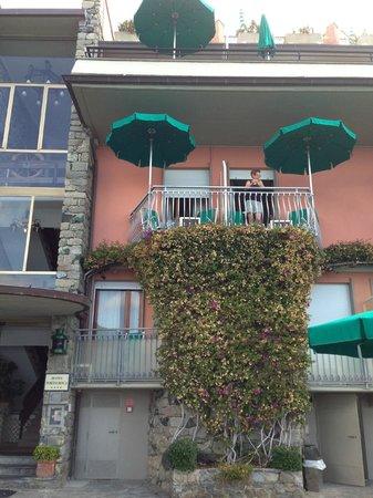 Hotel Porto Roca: Balconies at Porta Roca