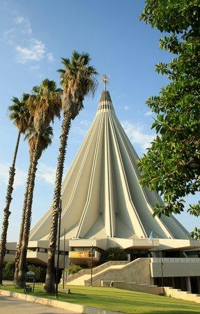 Santuario Madonna delle Lacrime : Astronave per il Paradiso