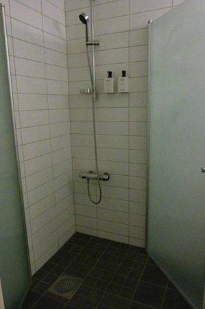 Scandic Skogshojd: Bathroom Shower