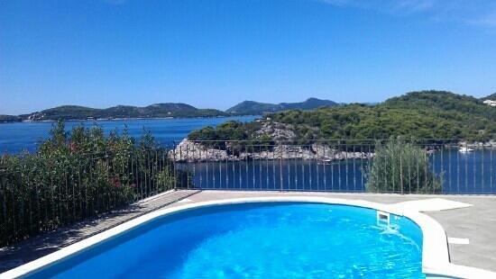 Paradis Apartments: The pool