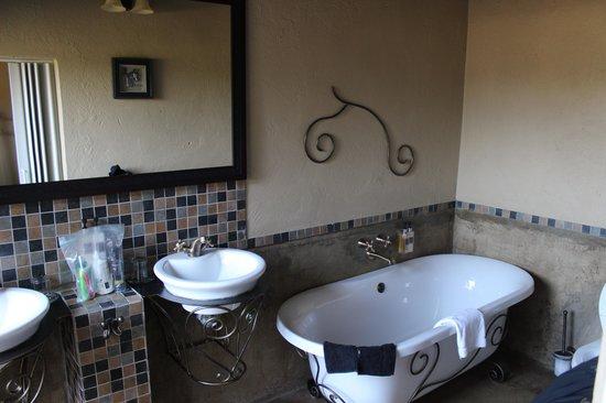 Umkumbe Safari Lodge: Bathroom