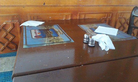 Sultan Beach Hotel: Стол в столовой