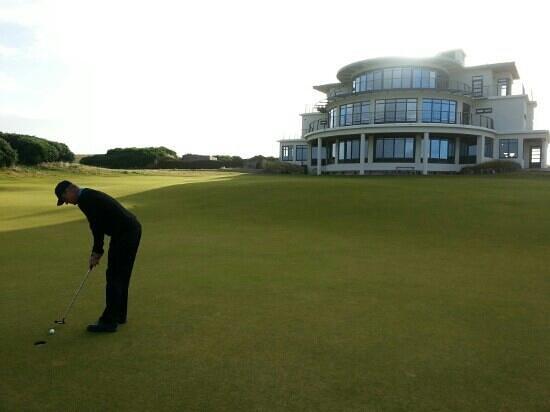 Castle Stuart Golf Links: putting area