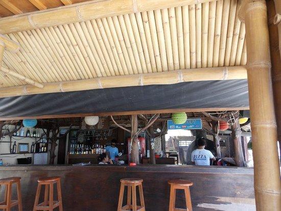 Coral Beach Pizza Cottages : ristorante