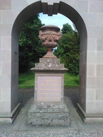 Princess Margaret Memorial - Picture of Glamis Castle