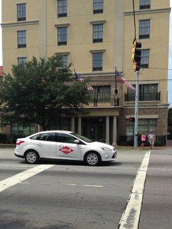 Hampton Inn Savannah - Historic District : Front of Hotel
