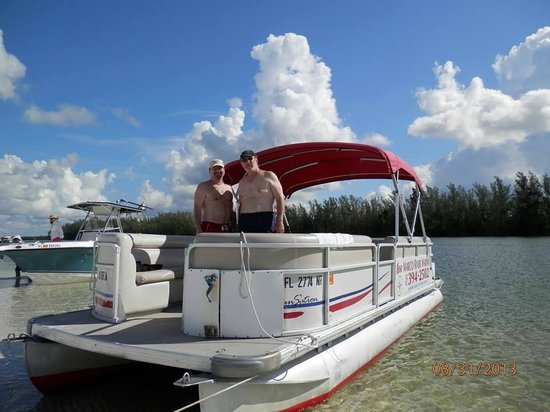 Rose Marina Boat Rentals: our pontoon boat
