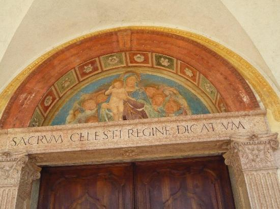 Santuario Beata Vergine Maria delle Grazie: AFAFFRESCO SUL PORTALE D'INGRESSO AL SANTUARIO