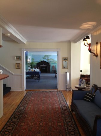 The Castine Inn: Entrance looking into dining room