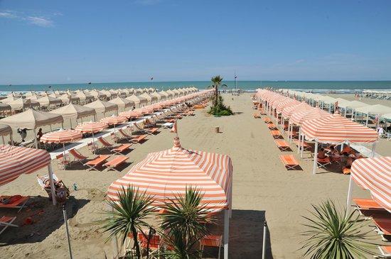 La spiaggia picture of bagno pardini lido di camaiore - Bagno onda lido di camaiore ...