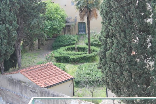 Hotel Merlini: You can see this court yard from one of our windows