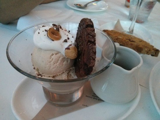 Bistro Don Giovanni: Gelato and cookie of the day