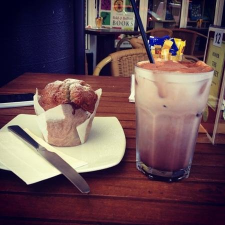 Whileaway Bookshop & Cafe: blueberry muffin & ice chocolate