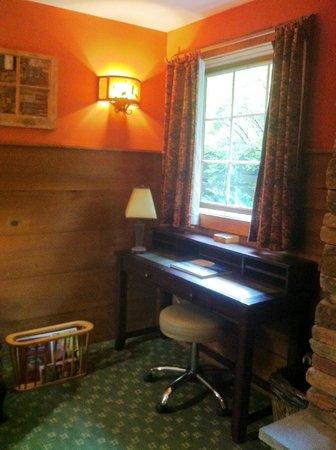 The Barnstead Inn: Desk with a view