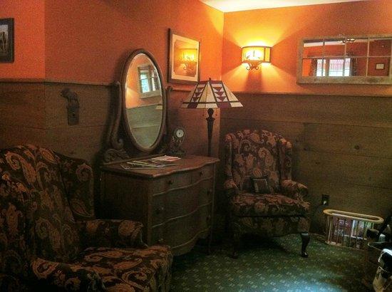 The Barnstead Inn: Sitting area
