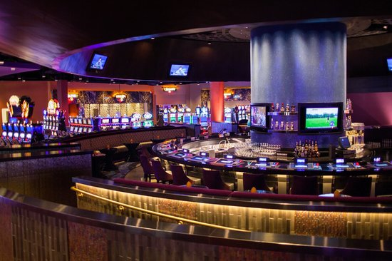 Kickapoo Lucky Eagle Casino : Grab a refreshing beverage and enjoy the scene at the Center Bar