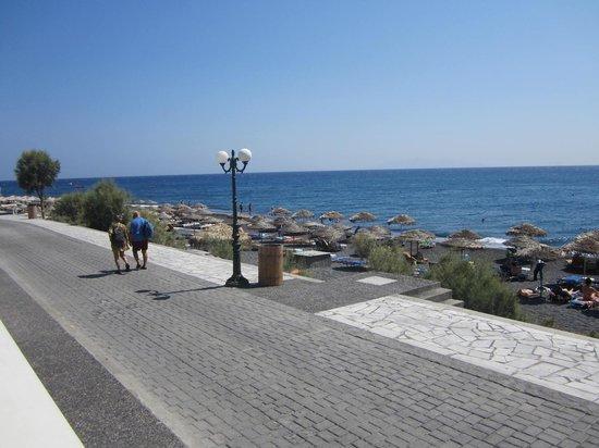 Kamari Beach Hotel: view from pool