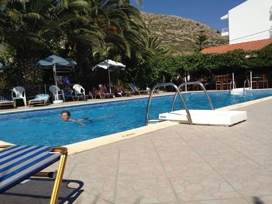Villa Anna Studios: pool area