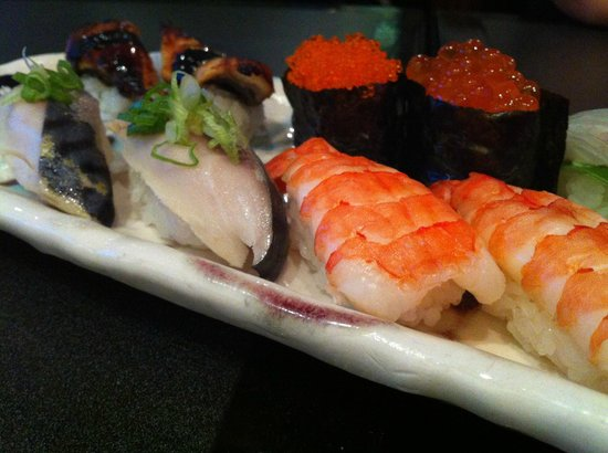 Nagomi Sushi: Assortment of sushi
