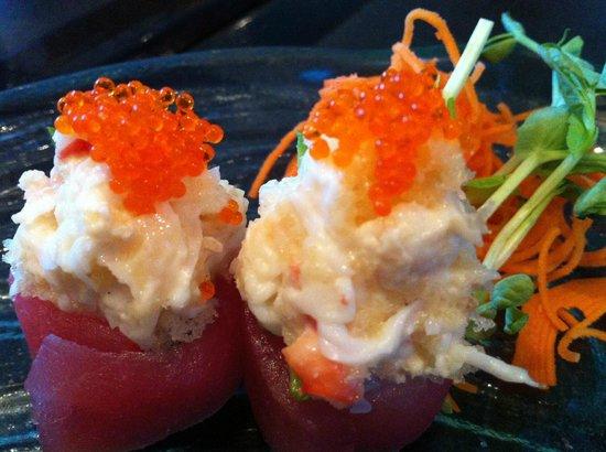 Nagomi Sushi : Kani Blossoms (Red Tuna, Alaska King Crab, mayo, tobiko & tempura bits)