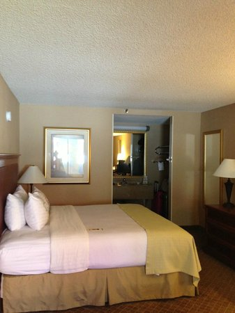 Country Inn & Suites By Carlson, El Paso Sunland Park: Room 2205 Very spacious and comfortable