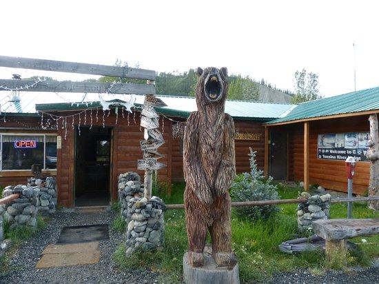 Tonsina River Lodge Restaurant: Alaskan Welcomer