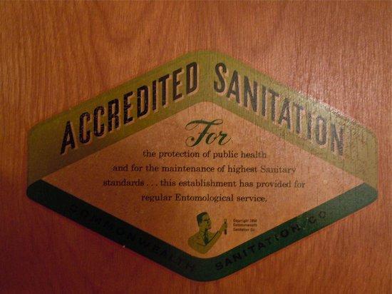 Hopwood Motel of Uniontown: The great sticker on the bathroom door
