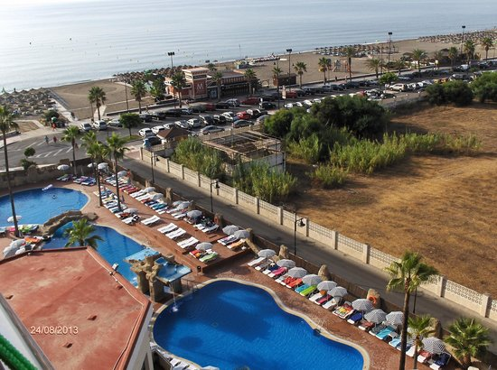 Piscina y playa picture of marconfort beach club hotel for Piscina torremolinos