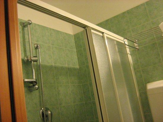 Hotel Adriatica: Ampio box doccia