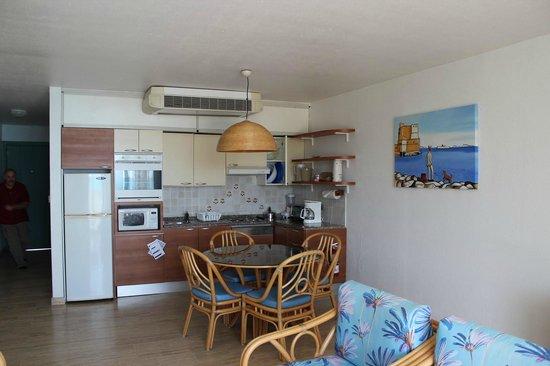 Royal Islander Club La Plage : Kitchen/living area