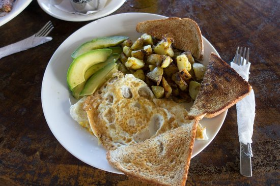 Surf Inn Hermosa : Breakfast next door