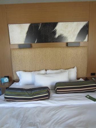 Aloft Milwaukee Downtown: Aloft king size bed