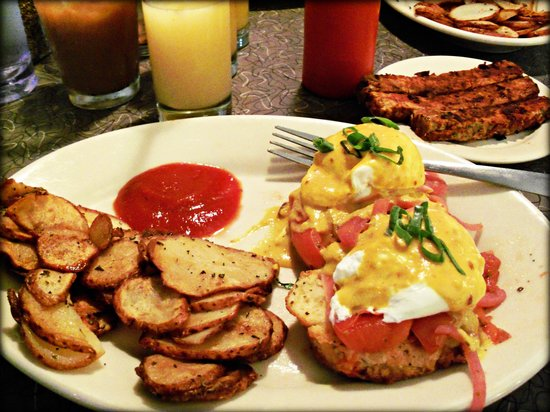 Veggie Galaxy : Eggs Benedict with Home Fries, Tempeh Bacon & Homemade Ketchup