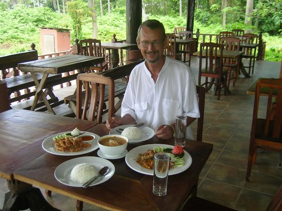 On the Rocks Bar: Dining